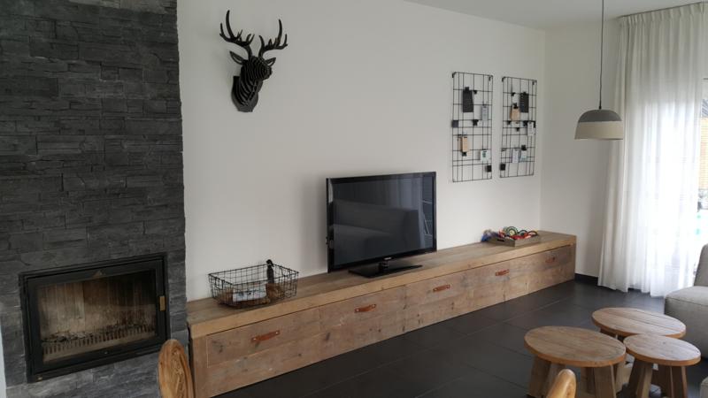 New Helemaal van nu, dit stoere basic TV-meubel, op maat gemaakt &ZR19